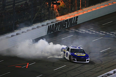 Chase Elliott wins thrilling Playoff race at Martinsville and advances to Championship 4