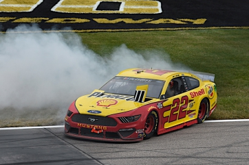 Joey Logano wins Hollywood Casino 400 at Kansas Speedway