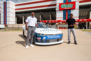 Emmitt Smith and Carrolton's Jesse Iwuji unveil paint scheme, Smith named Grand Marshal
