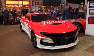 AMS unveils 60th Anniversary pace car with Chase Elliott at Georgia Racing HOF