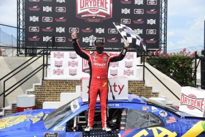 NXS: Justin Allgaier holds off Chase Briscoe to win Saturday's Xfinty Series race at Dover