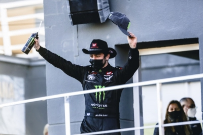 Alon Day breaks the all-time win record and expands his championship lead